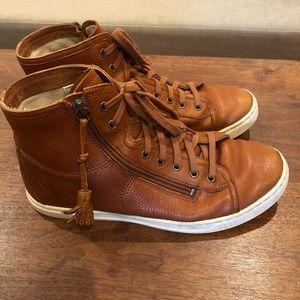 UGG Leather hightop sneakers. Lined. Brown/Orange